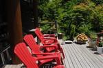 テラスに赤い椅子.jpg
